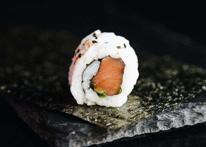 hosomaki syake saumon. salmon